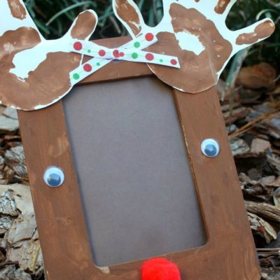Adorable Handprint Reindeer Craft Frame for the Holidays