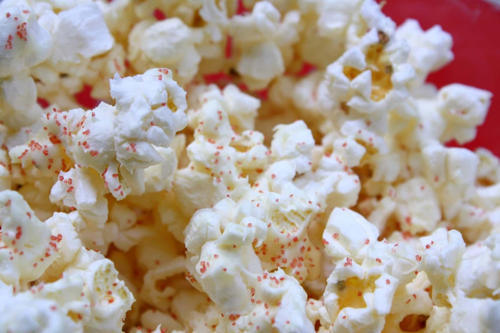 Patriotic Popcorn:the perfect sweet and salty treat for a patriotic party