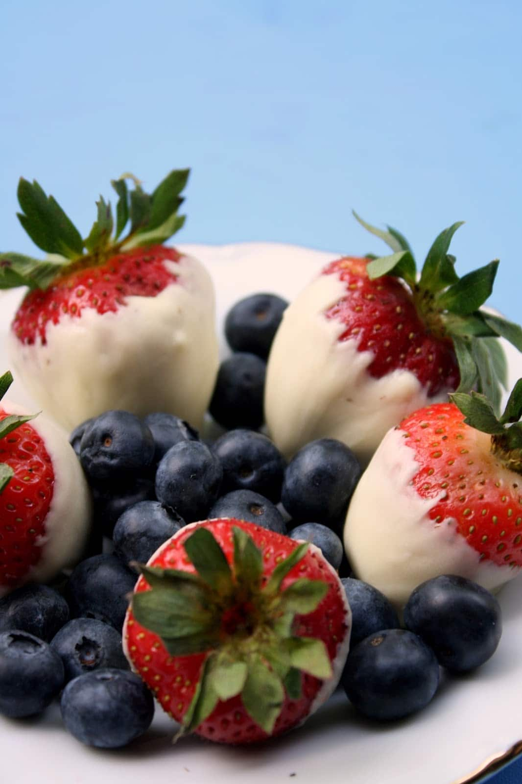 RED, WHITE, and BLUE Berry Blast! The perfect health treat for a patriotic party