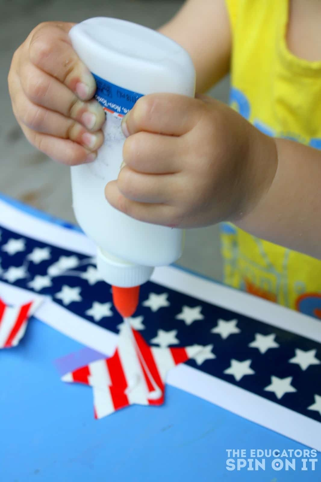 Making a Stars and Stripes Party Headband: Easy patriotic craft for preschool