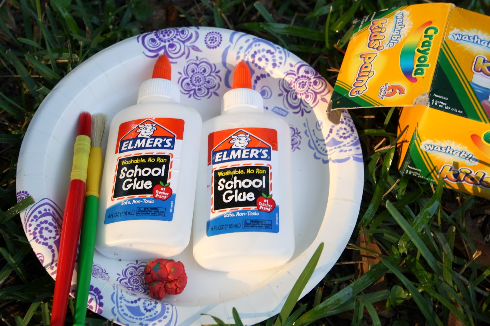 Materials Needed Air Dry Clay / Clay Crayons Watercolor Paint or Tempera Paint Nature Objects (twigs, leaves, or flowers) Paper Plate School Glue or Hot Glue (optional and adult use recommended)