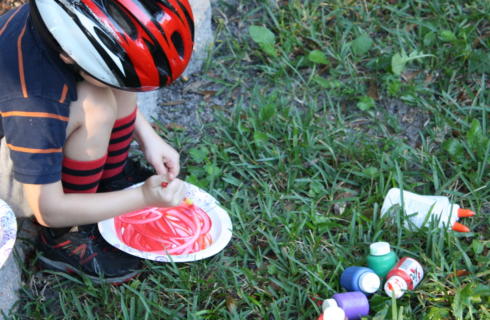 Paint the paper plate fall bug habitat with fall colors.