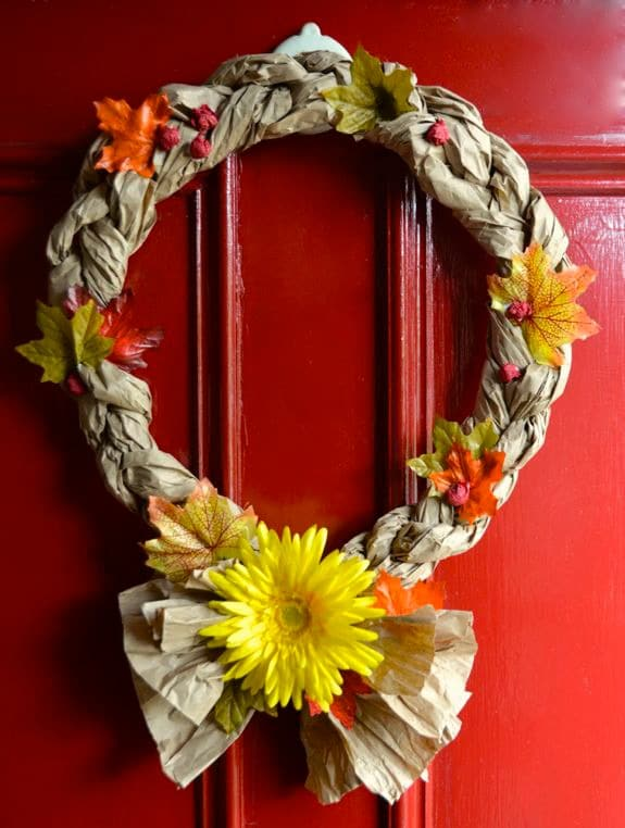 Create a fun Paper Wreath to welcome guests for Thanksgiving