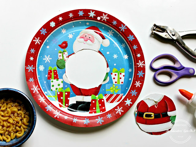Make the paper plate wreath