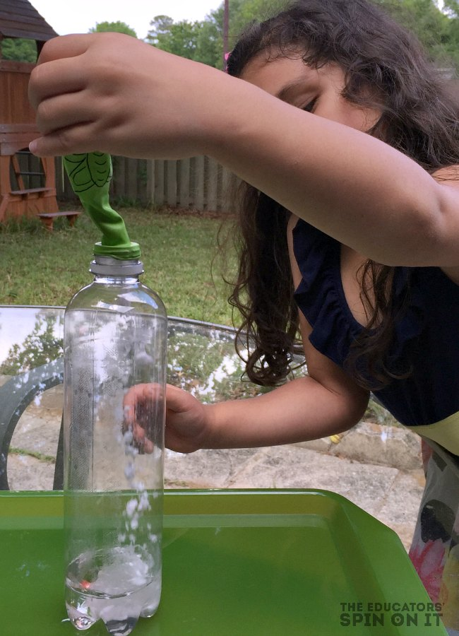 Mixing Vinegar and Baking Soda to make Butterfly Balloon