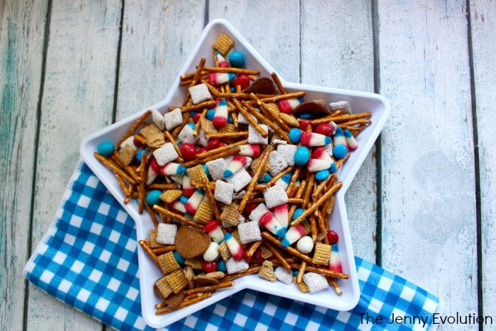 4th of July Snack Mix with Pretzels and Red, White and Blue Treats